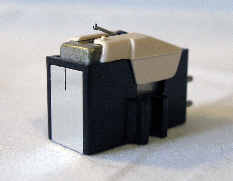Головка звукоснимателя Audio-Technica AT-10 VM Dual Magnet (б/у), комплектуется б/у иглой DT-31.
